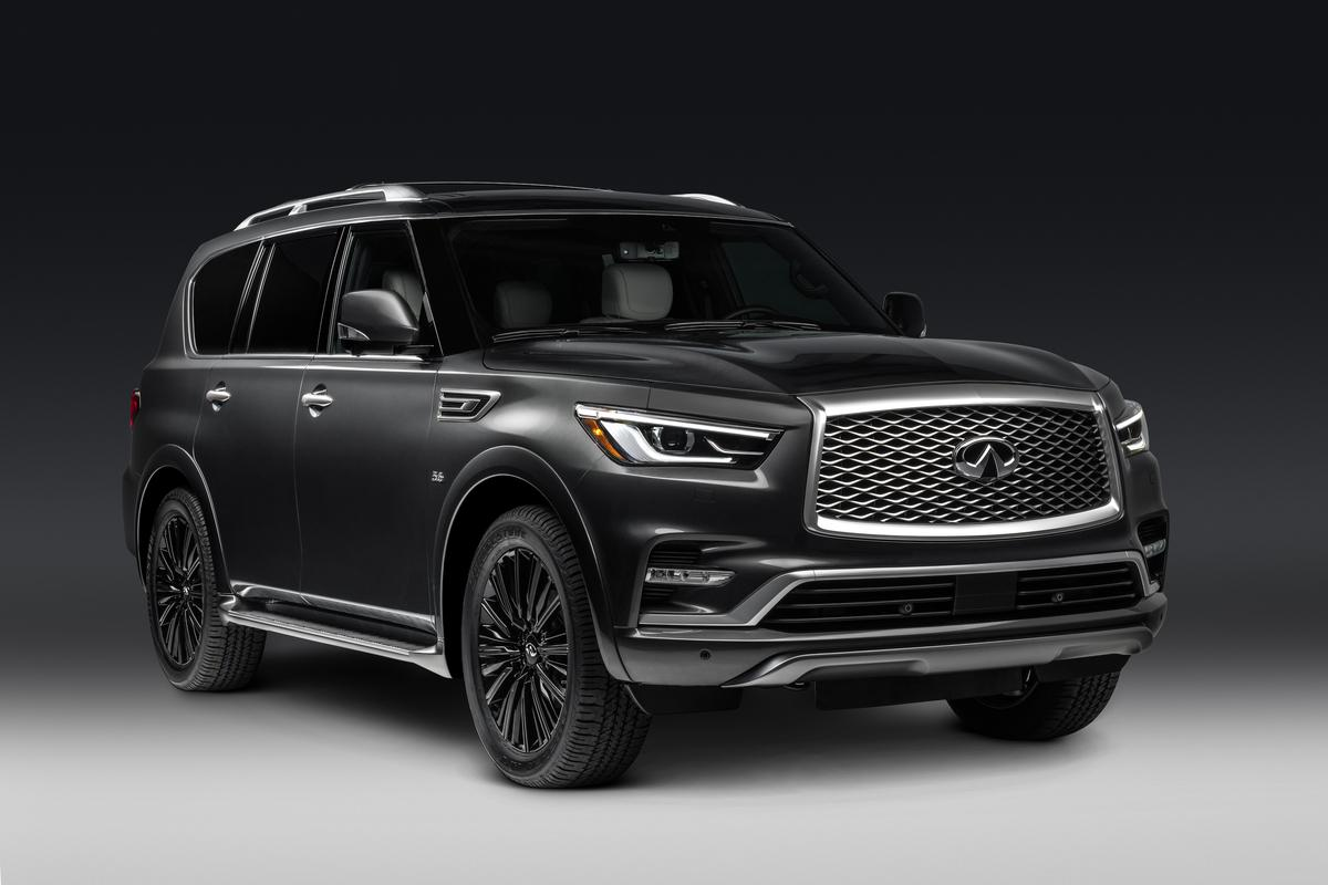 2019 Infiniti QX80 front three quarter