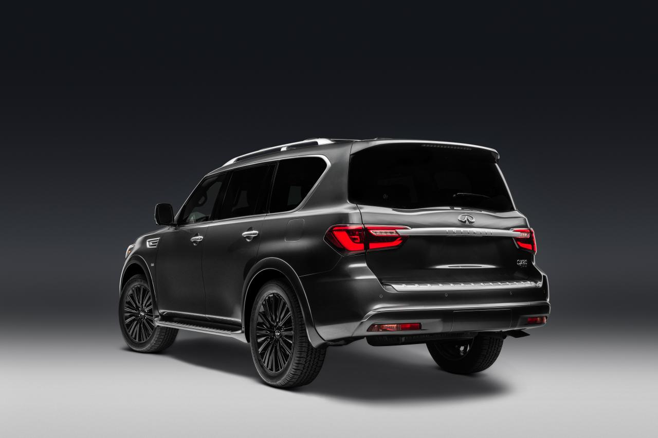 2019 Infiniti QX80 rear three quarter